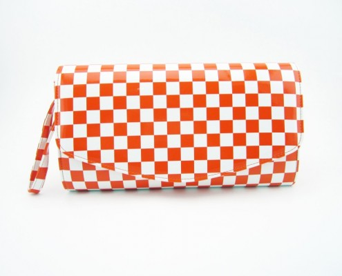 Plaid pattern patent PU faux leather wristlet purse from manufacturer