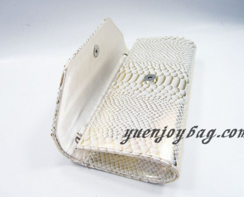 Wholesale Gold pearl rhinestone diamond snake skin PU leather clutch bags from China manufacturer - open view