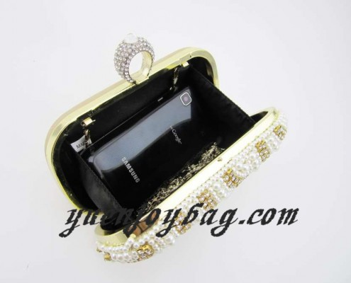 Women's Finger Rings Clasp Pearl Bead Rhinestone Bridal Wedding Clutch Bag - lining view